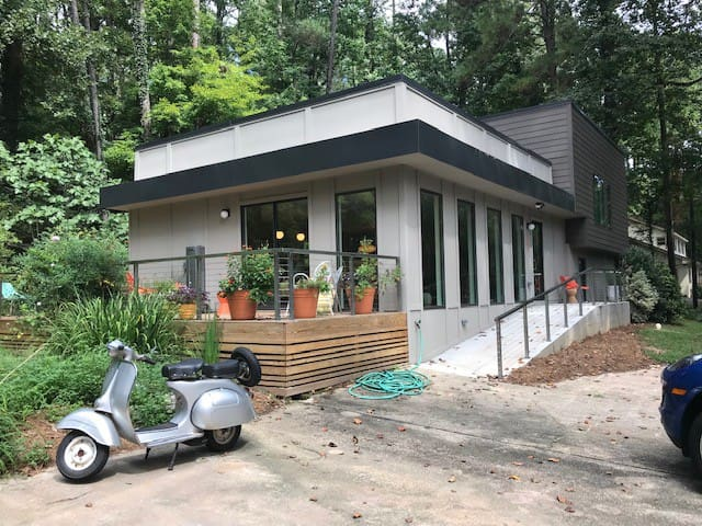 Modernist Home Seeks Short-Term Travelers