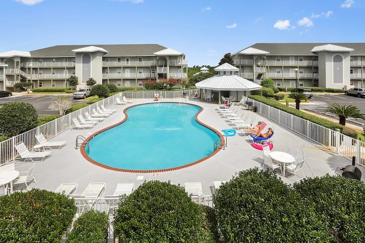 Romar Lakes: ground level, 3/2, BEACH access, pool