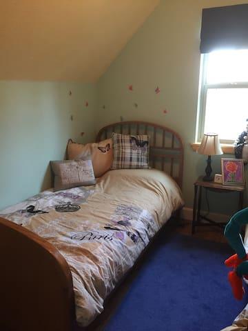 Bunk room single bed