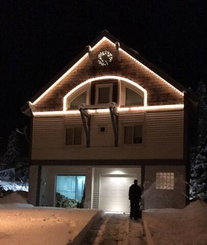 Snoqualmie Pass Ski In/Out: Private Floor in House
