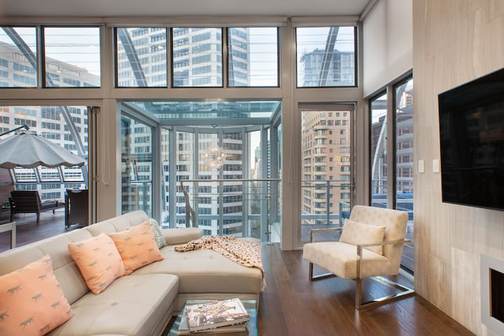 Spacious CBD Luxury Loft - 3 Outdoor Living Zones
