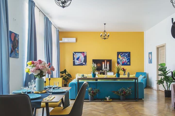 Стильная квартира в легендарном Доме на Набережной