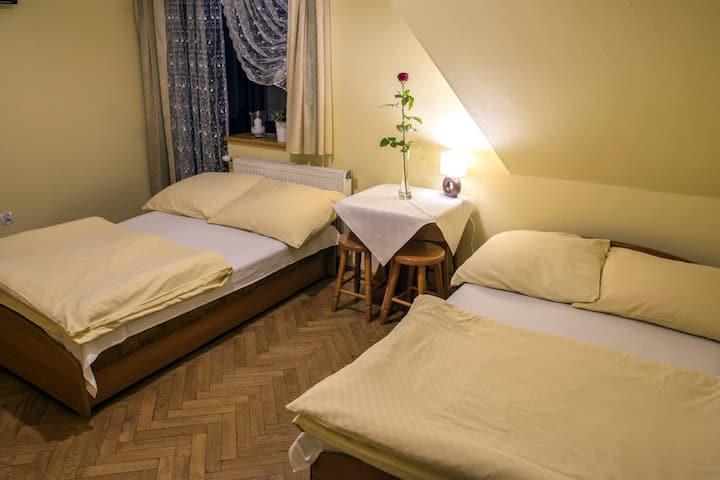 Pokój Trzyosobowy z łazienką i balkonem