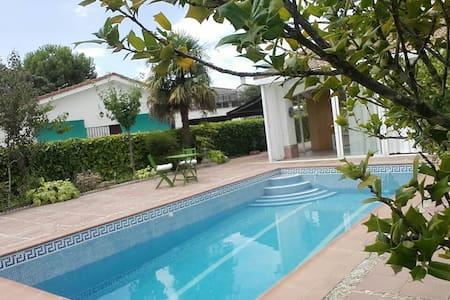 Chalet con piscina 48km Madrid - El Casar