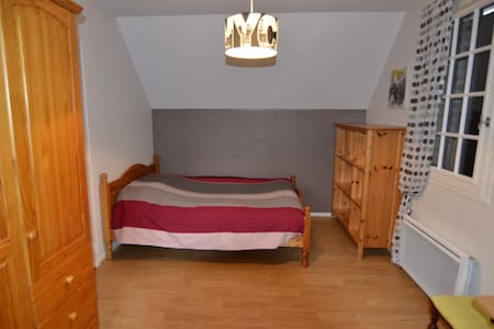 DOUBLE BEDROOM IN TRADITONAL COUNTRY HOUSE