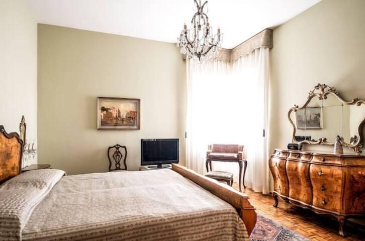ROMANTIC  ROOM  VIA PIAVE VENEZIA - Venècia - Casa