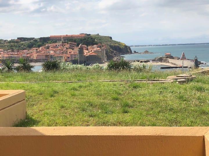 Collioure, studio, terrasse, face à la baie (d).