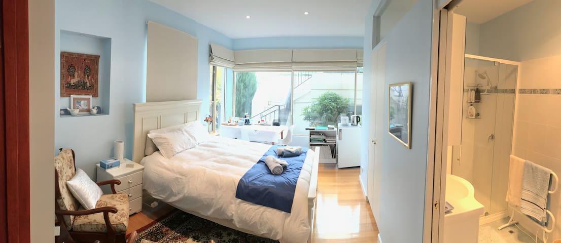 DELIGHTFUL BEDROOM/ENSUITE near central Hobart.