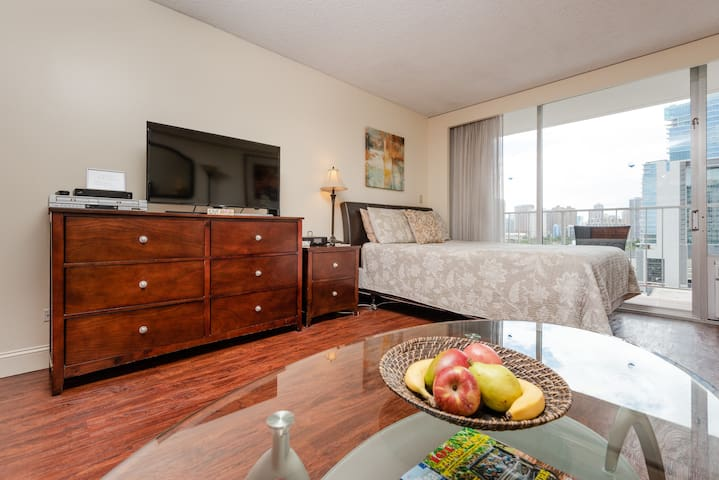 Marine Surf condo/free parking/free Wifi/ 14