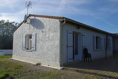 Grande maison au coeur de la Charente-Maritime - Étaules - 独立屋