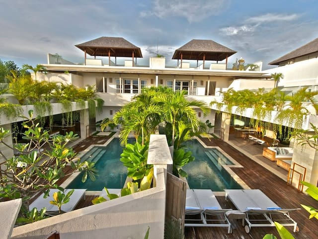 We have 2 x 2 bedroom villas that can open up to form a large 4 bedroom villa