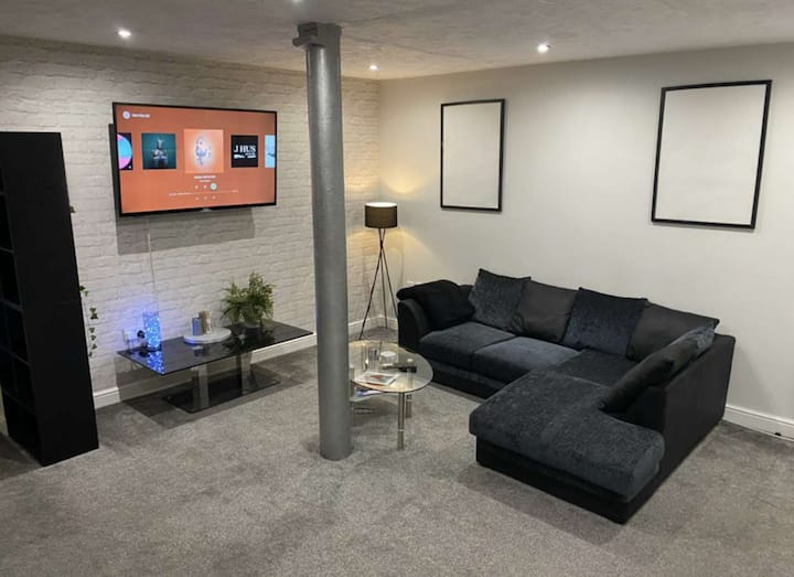 Large Warehouse Apartment in City Centre