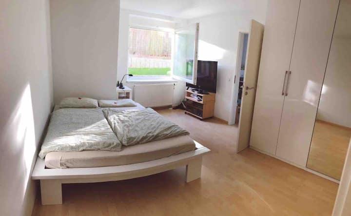 Moderne, ruhige, helle Zweizimmerwohnung +Terrasse