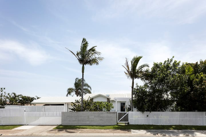 THE COASTAL COTTAGE Burleigh