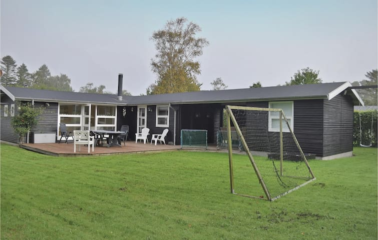 Holiday cottage with 2 bedrooms on 74 m² in Juelsminde