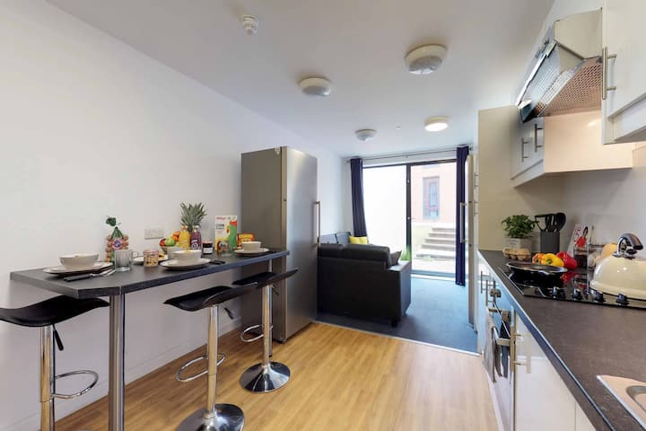 Student Only Property: Historic Premium Ensuite - 12 months/10%OFF