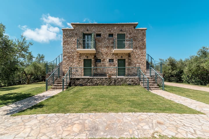 Luxurious Studio with view of the Ionian sea - Chochlasti - Villa
