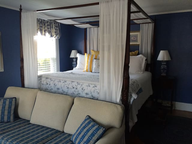 Hattie Nagle Suite at 16 Beach Street Guest House