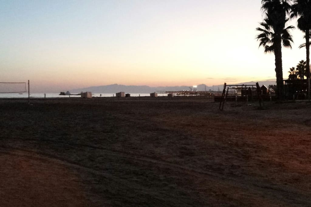Campo Volley y paseo maritimo / Volley Pitch and beach walk