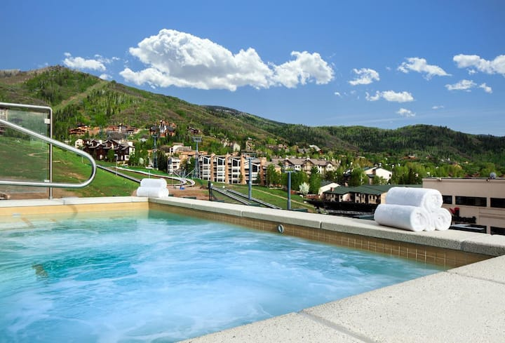 True Ski-In/Ski-Out 3BR Luxury Villa +Amenities