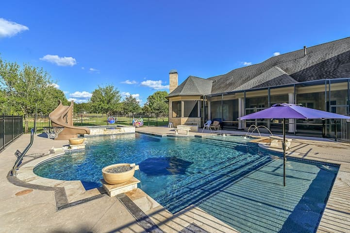 Willow Run Estate/ A&M / Sleeps 9+ King bed,  Pool