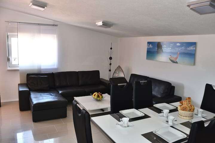 Luxury apartment close to sea - Karin Gornji - Apartamento