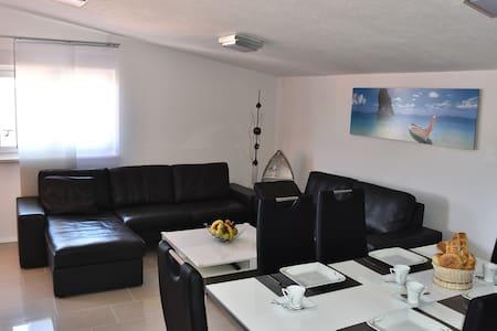 Luxury apartment close to sea - Karin Gornji - Apartment