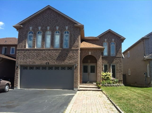 2nd Flr. Master w/ Ensuite bath, 2 mins to Hwy 401