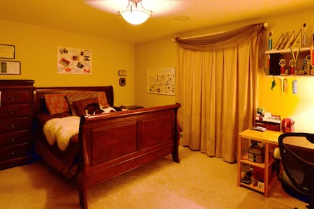 Large Room Queen Bed & Private Bathroom-Near Metra - Vernon Hills - Casa
