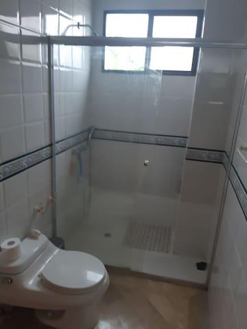Habitación confortable y seguro en samborondon