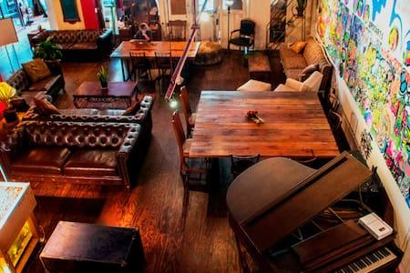 Shared room in Historic B & B - Poster Room - San Francisco - Bed & Breakfast