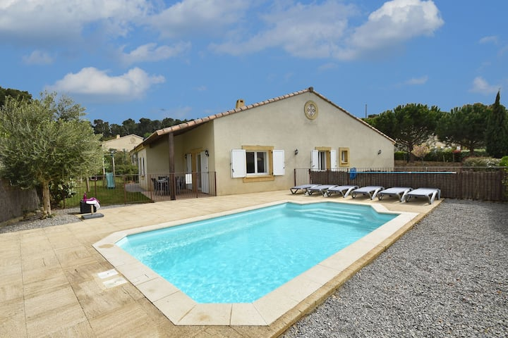 Comfortable Villa with Jacuzzi in Montburn-des-Corbieres