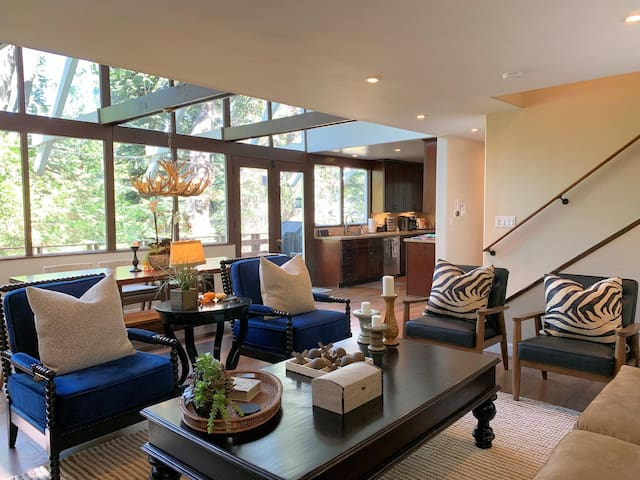 Setting | Spectacular two-story glass wall brings the outdoors inside