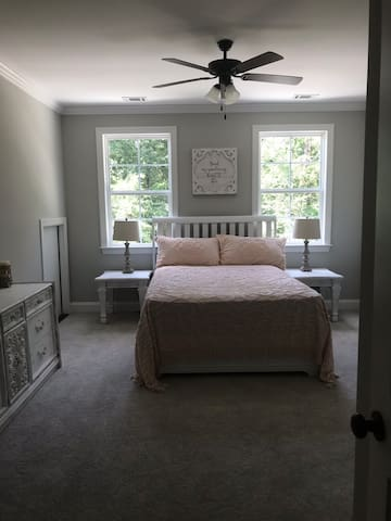 Upstairs bedroom #2 with queen bed and access to jack n Jill bathroom and walk in closet