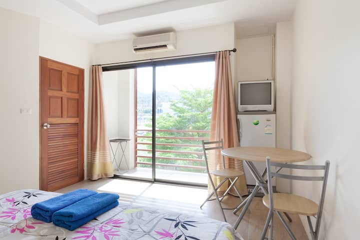 Clean, friendly , balcony in patong