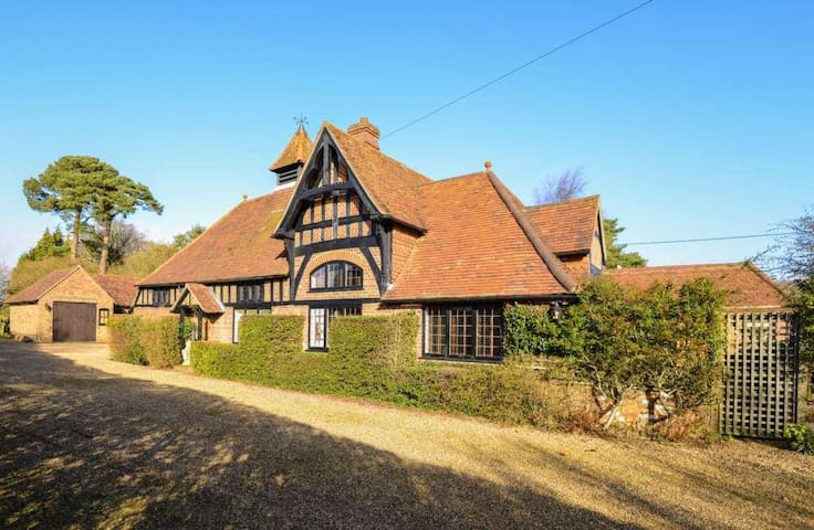 Coach House - Village Within Ashridge Deer Forest. - Little Gaddesden - House
