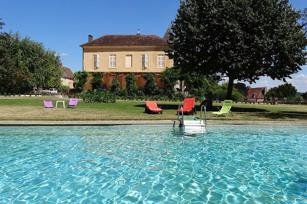 Belle demeure familiale villas for rent in calviac en for Demeures familiales