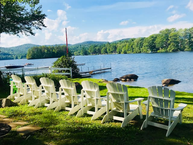 Lake-Side Vacation Cottage on Highland Lake