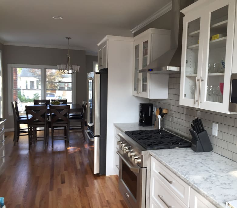 5 Star Beach House Kitchens: Large Home With Water Views