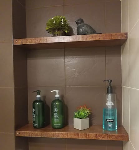Organic Shampoo and Body was provided to make you feel refreshed.