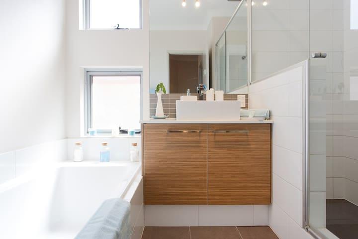 Bathroom Tiles Rockingham rockingham september 2017: top 20 rockingham vacation rentals