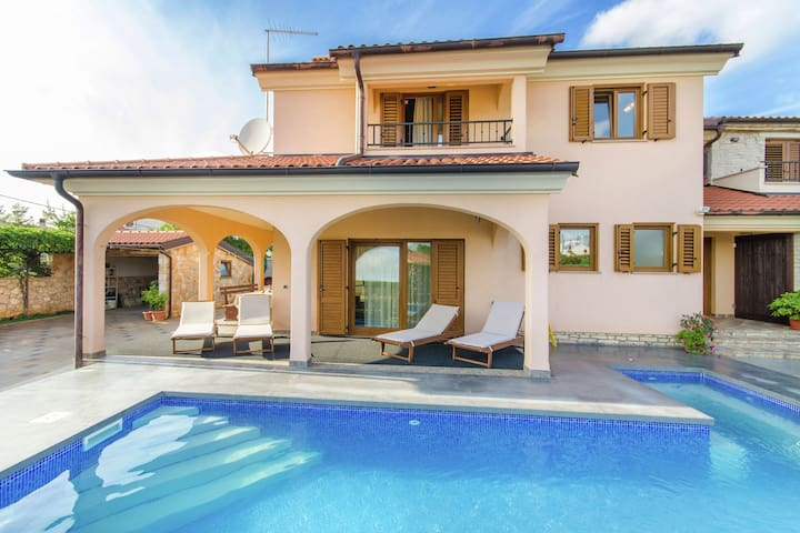 Comfortable Holiday Home in Rovinj with Private Pool
