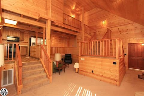 Highland Cottage W-Lake Access, close to Downtown