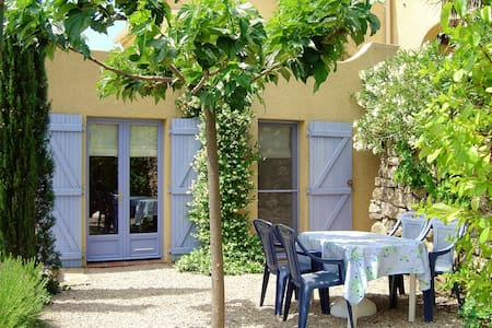 Gîte en pleine nature, calme, belle vue, piscine - Lodève - House