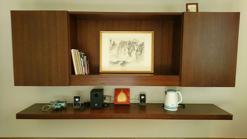 Hair dryer, speaker, kettle 吹風機、音響、熱水壺