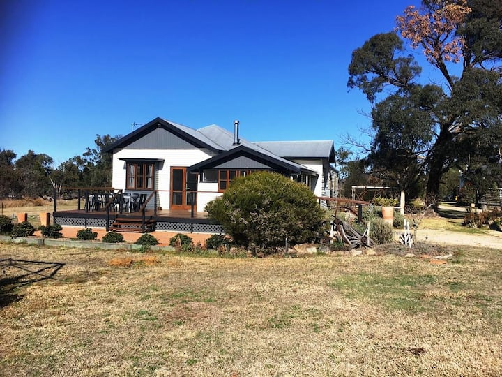 Old Caves House - semi rural peaceful setting