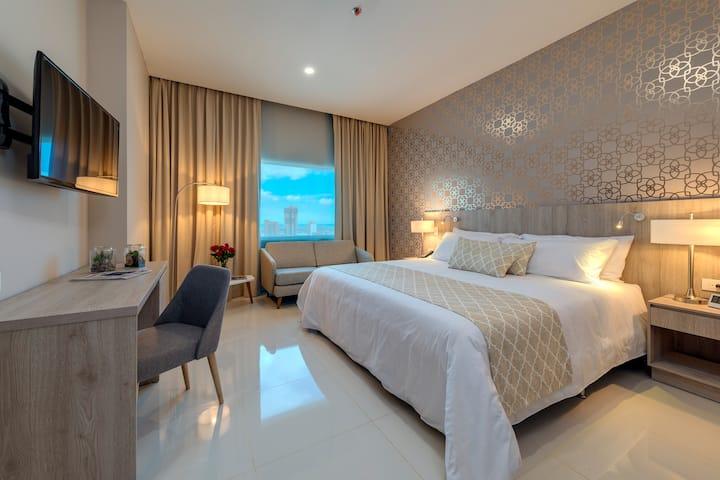 Habitación con cama King en hotel 4 estrellas