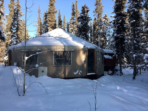 Comfortable Yurt on Acreage Minutes from Downtown