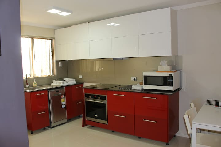 Spacious  2-Bedroom Best Location FreeWifi+B'fast - East Victoria Park - Appartement
