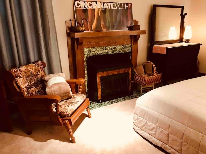 HistoricTowerApt 2nd floor: 2 bedrooms+1 bath